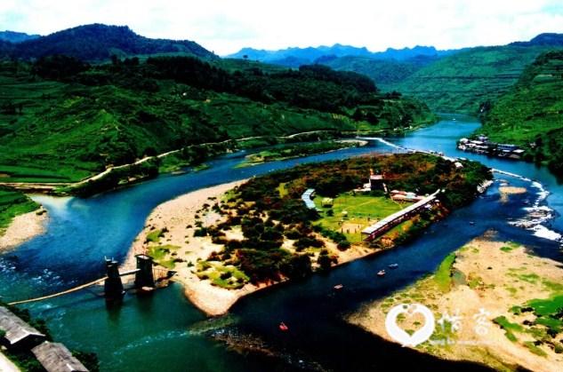 漂流水域有18公里,从贵定县洛北河乡的卡榜村大梨山草坪起漂到红子岛